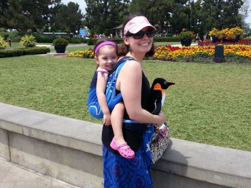 Loving my Wrapsody Stretch Hybrid Orca at SeaWorld! (bought new from Quirkybaby...before I was the owner, lol!)